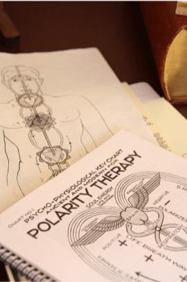 kursmateriel för utbildning om polaritetsterapi hos Läkekraften