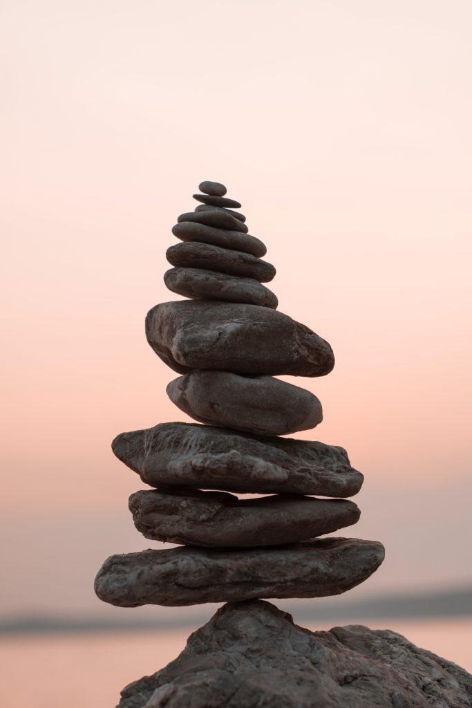 pyramid av stenar